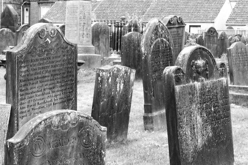 tombstones-455607_1920.jpg
