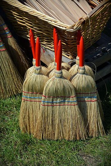 broom-1437605_1280.jpg