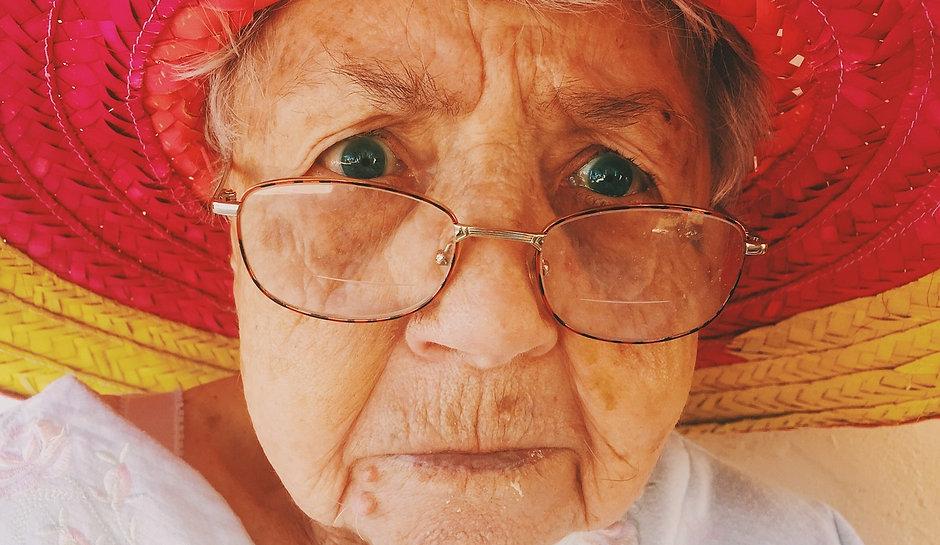 old-woman-945448_1280.jpg