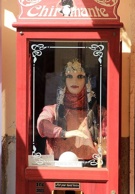 fortune-teller-560729_1280.jpg