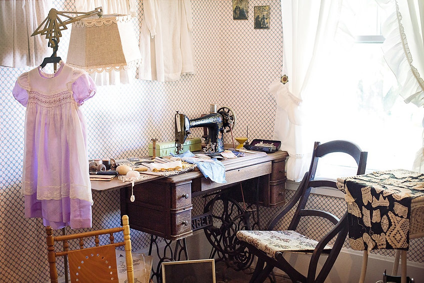 sewing-room-2095752_1280.jpg