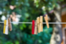clothespins-3493588_640.jpg