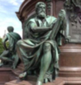 bronze-statue-439709_640.jpg