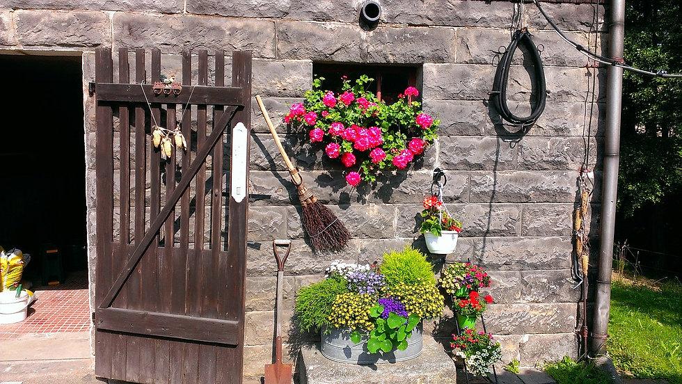 farmhouse-170157_1280.jpg