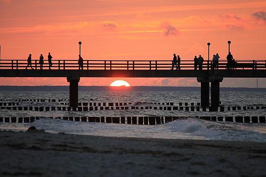 sunset-4036299_640.jpg