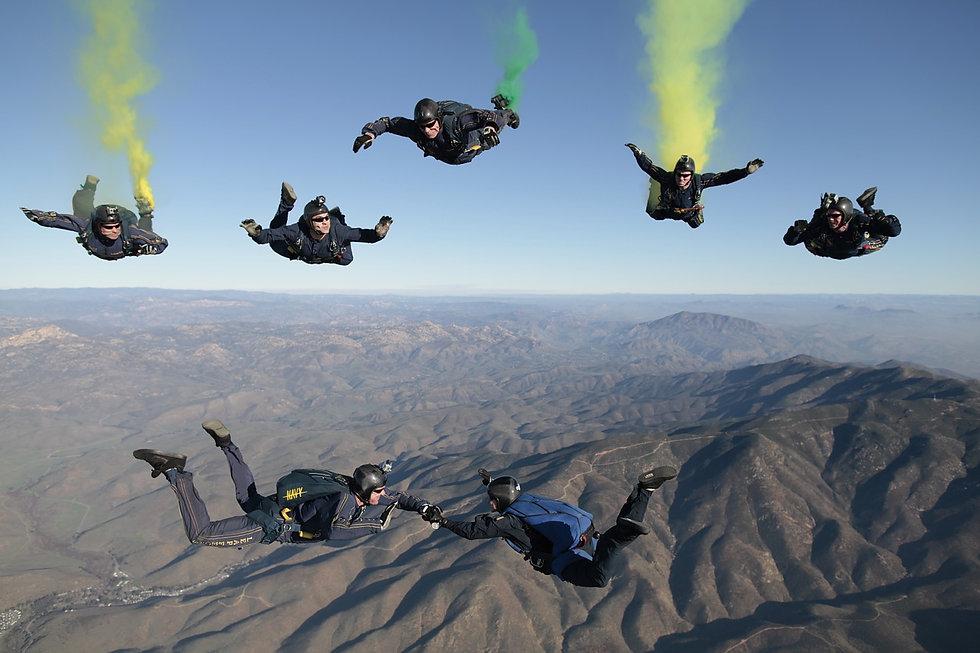 skydiving-603639_1280.jpg