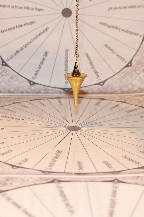 pendulum-242745_1280.jpg