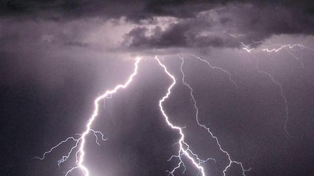 orages-dans-louest.foudre-routes-et-caves-inondees.jpg