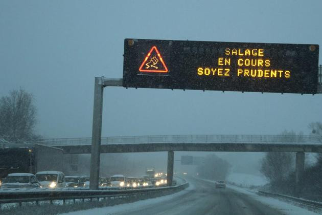 neige-circulation-voitures-autoroute-salage-MAXPPP-930620_scalewidth_630.jpg