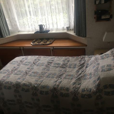 Single bedroom (1).jpg