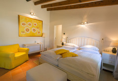 """FincaHotel Can Coll Suite """"Limon"""" Schlafzimmer"""