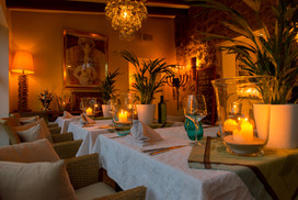 FincaHotel Can Coll Esszimmer am Abend