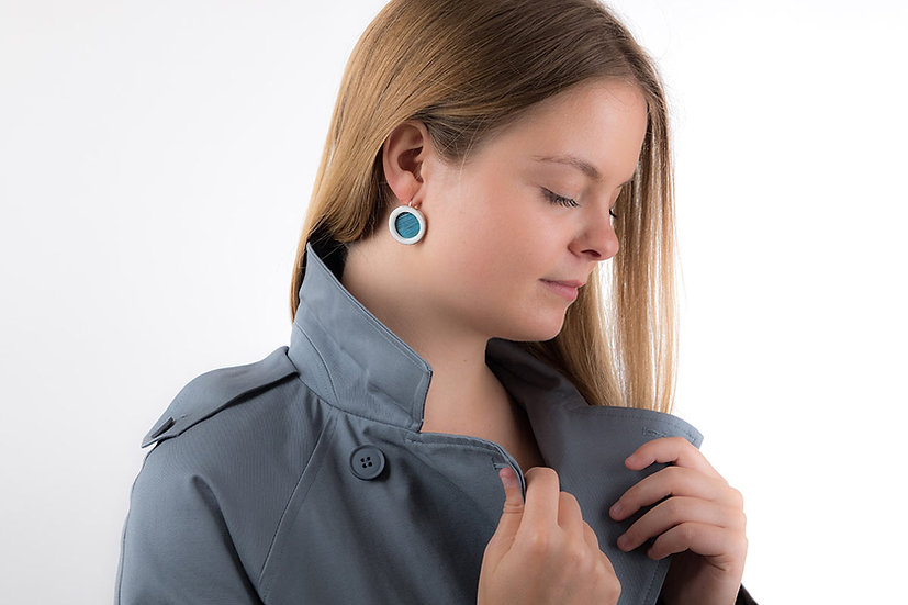 L'Atelier du Blanc - Boucles d'oreilles Dormeuse Bleu Ciel   Paille & Porcelaine