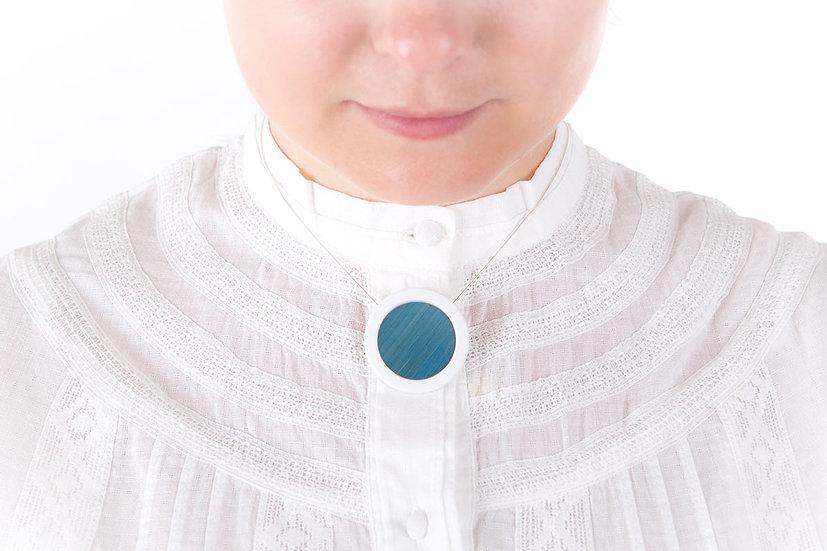 L'Atelier du Blanc - Collier pendentif Bleu Ciel   Paille & Porcelaine