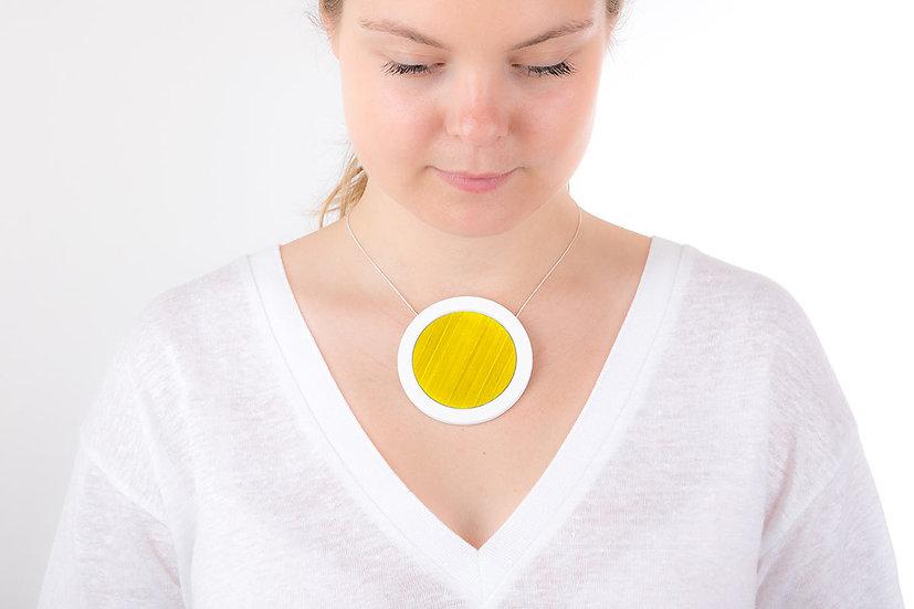 L'Atelier du Blanc - Gros pendentif rond Jaune d'or | Paille & Porcelaine