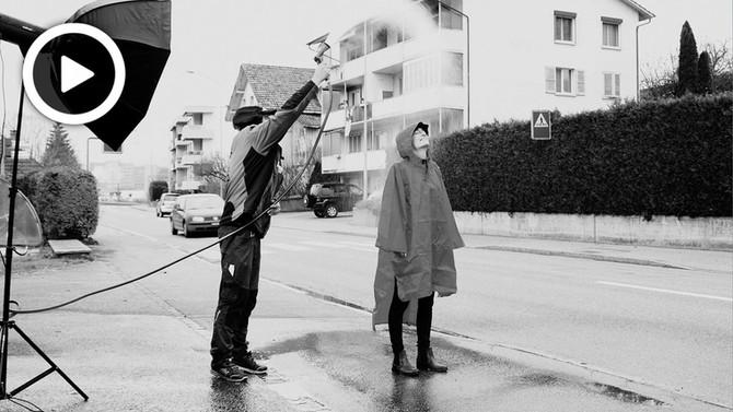 Ein Werbespot im Regen