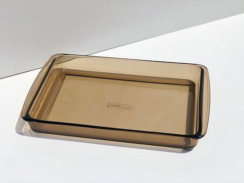large amber pyrex baking dish