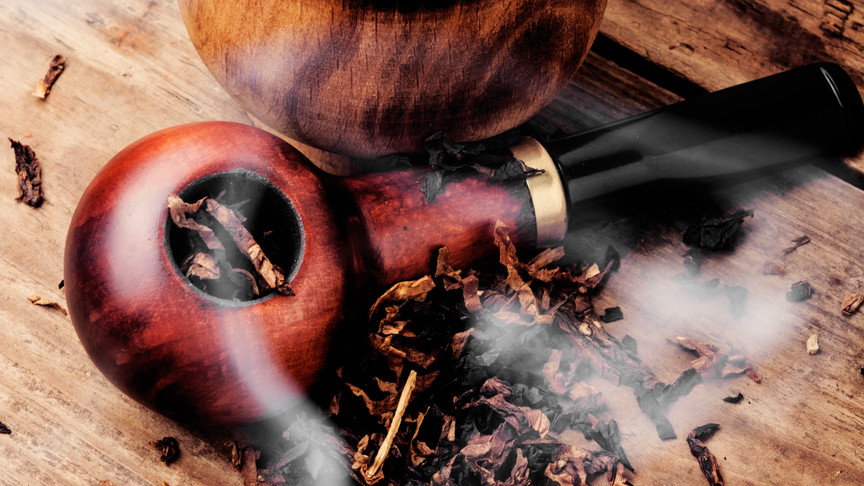 smoking-pipe-and-tobacco-VD4Q2YX.jpg