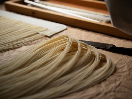 熊本の銘品 まつお製麺所の『南関素麺』の制作現場を撮影させていただきました
