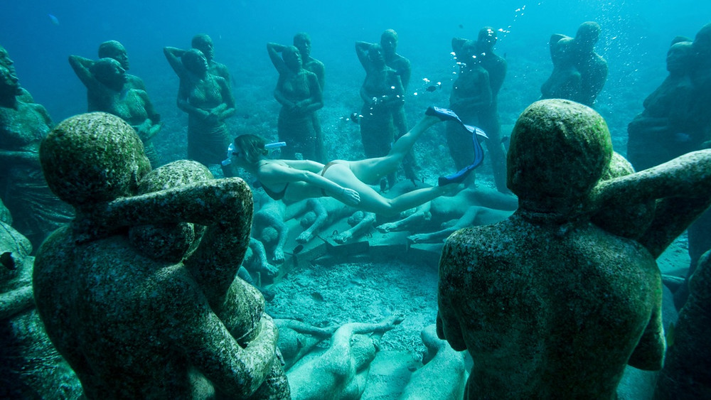 Snokeling the secret sculpture on Gili Meno island