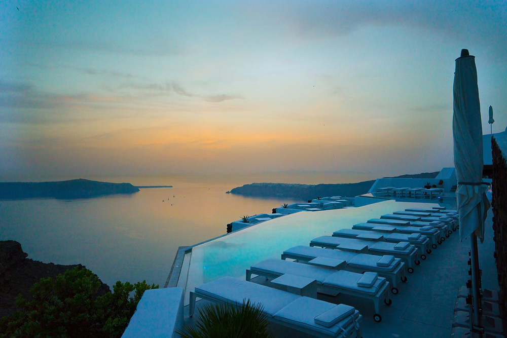Infinity pool at Honeymoon Petra Villas
