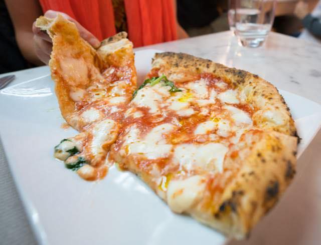 margarita pizza at pizzeria Salvo Naples