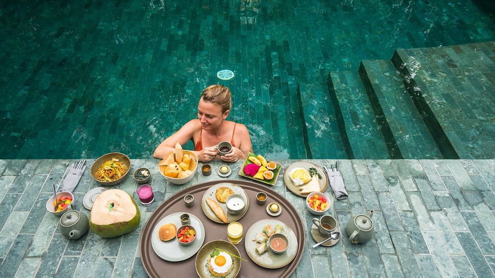 The huge breakfast in the pool suite