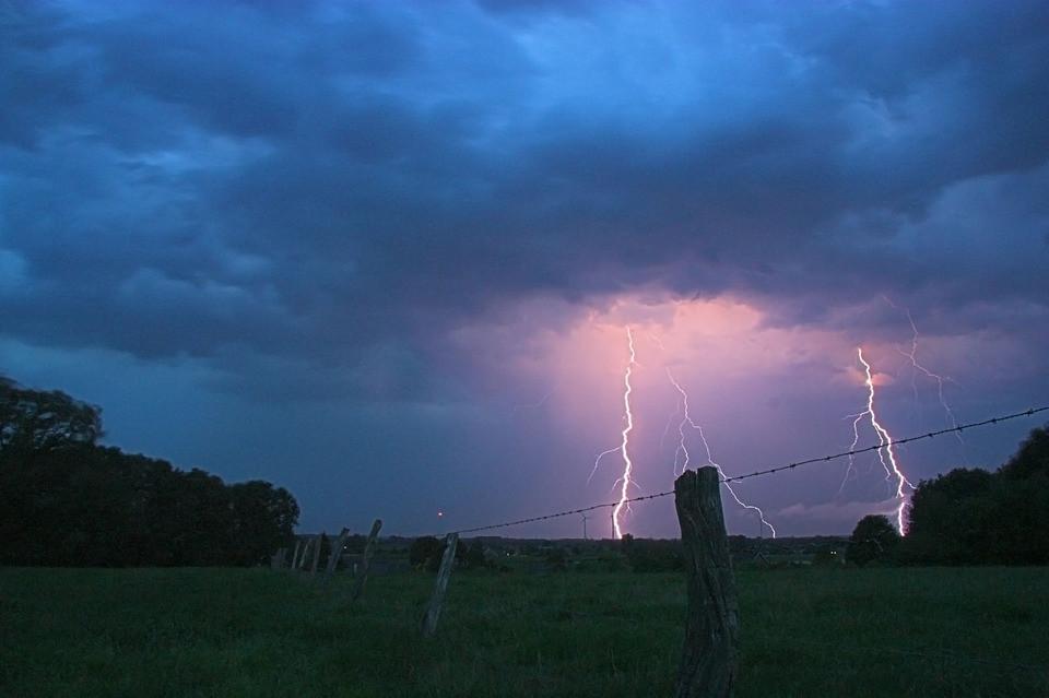 Storm/Field/Pixabay