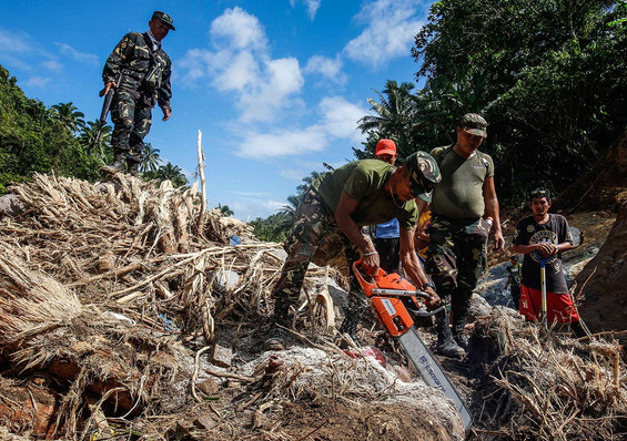 Philippine Army and volunteers search for the bodies of missing person during a search and rescue after Tropical Storm urduja hit the island at Caibiran river in Biliran, Decemebr 20,2017.A slow-moving storm has left dozens of people dead and several others missing mostly due to landslides and floods and stranded thousands of holiday travelers in the central Philippines, officials said.