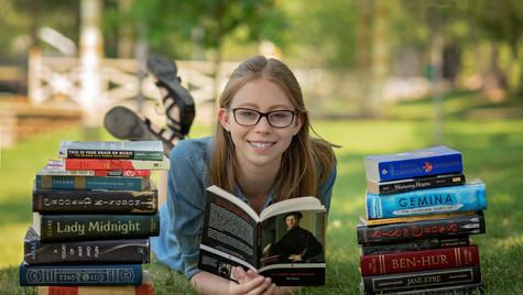 Traditional_Senior_Pics_With_Books.JPG