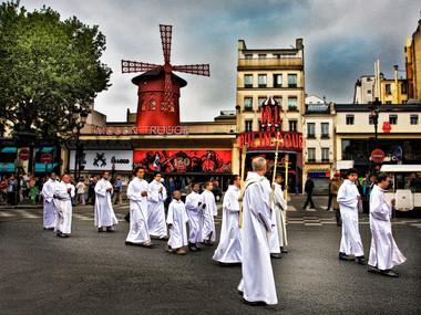 Procession at Moulin (Paris, 2006)