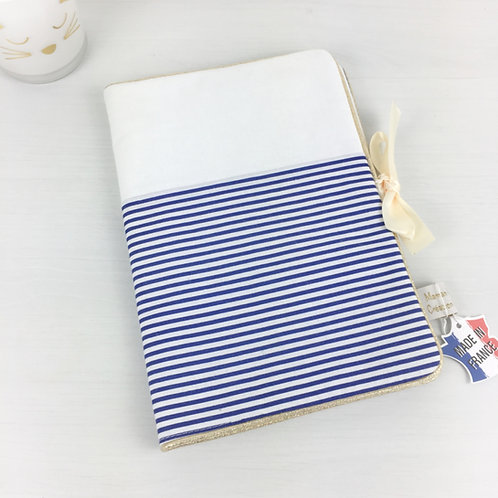 Protège-carnet de santé Maman Poulpe Créations thème Moussaillon imprimé rayures marine blanc