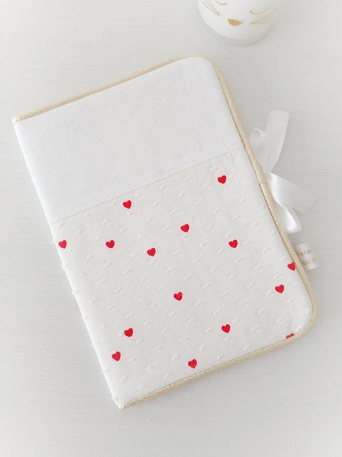 protège carnet de santé tissu petits coeurs rouges, personnalisé prénom, créatrice bébé, maman poulpe rennes france