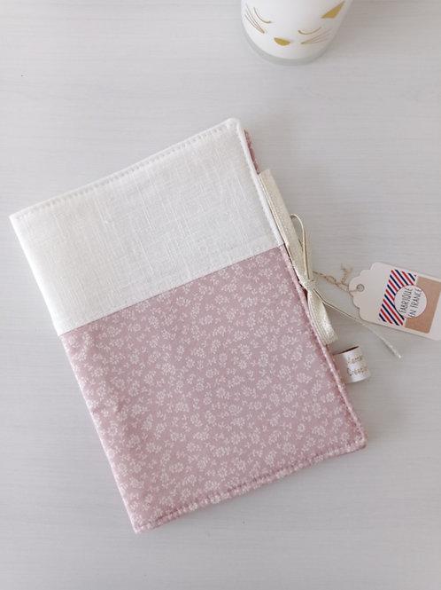 protège carnet de santé tissu rose et blanc , prénom personnalisé, créatrice bébé maman poulpe rennes france