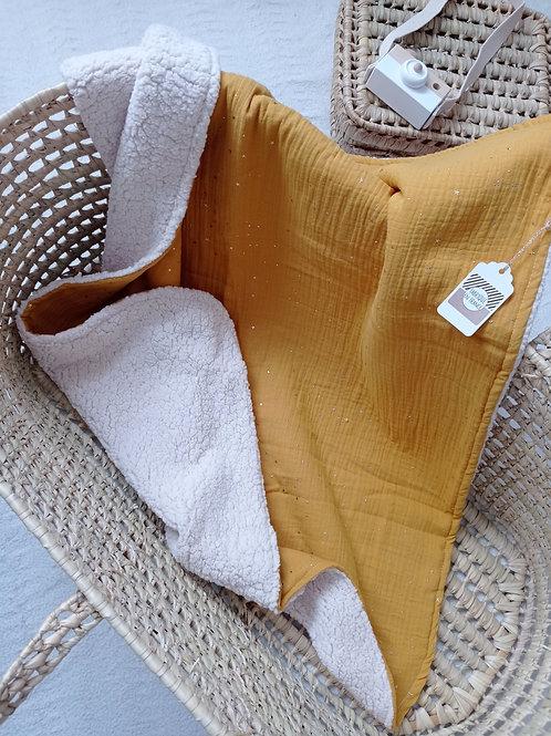 couverture bébé double gaze de coton blanc moutarde étoiles dorées
