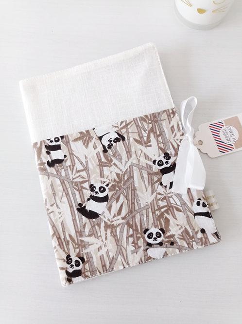 protège carnet de santé, prénom personnalisé, tissu blanc imprimé panda, créatrice bébé maman poulpe rennes france