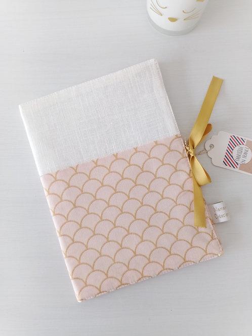 protège carnet de santétissu rose et doré, prénom personnalisé, créatrice bébé maman poulpe rennes france
