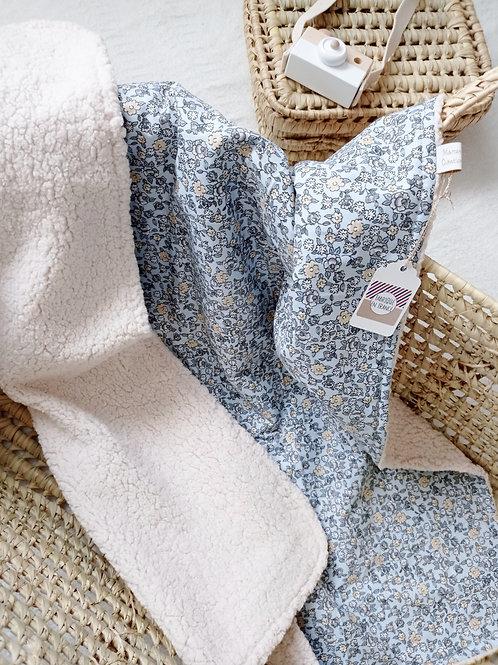 couverture bébé imprimé fleuri bleu blanc pastel créatrice bébé maman poulpe