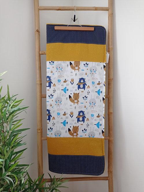 couverture bébé animaux ours renards bande jaune moutarde à pois doré et bande bleue à pois blancs