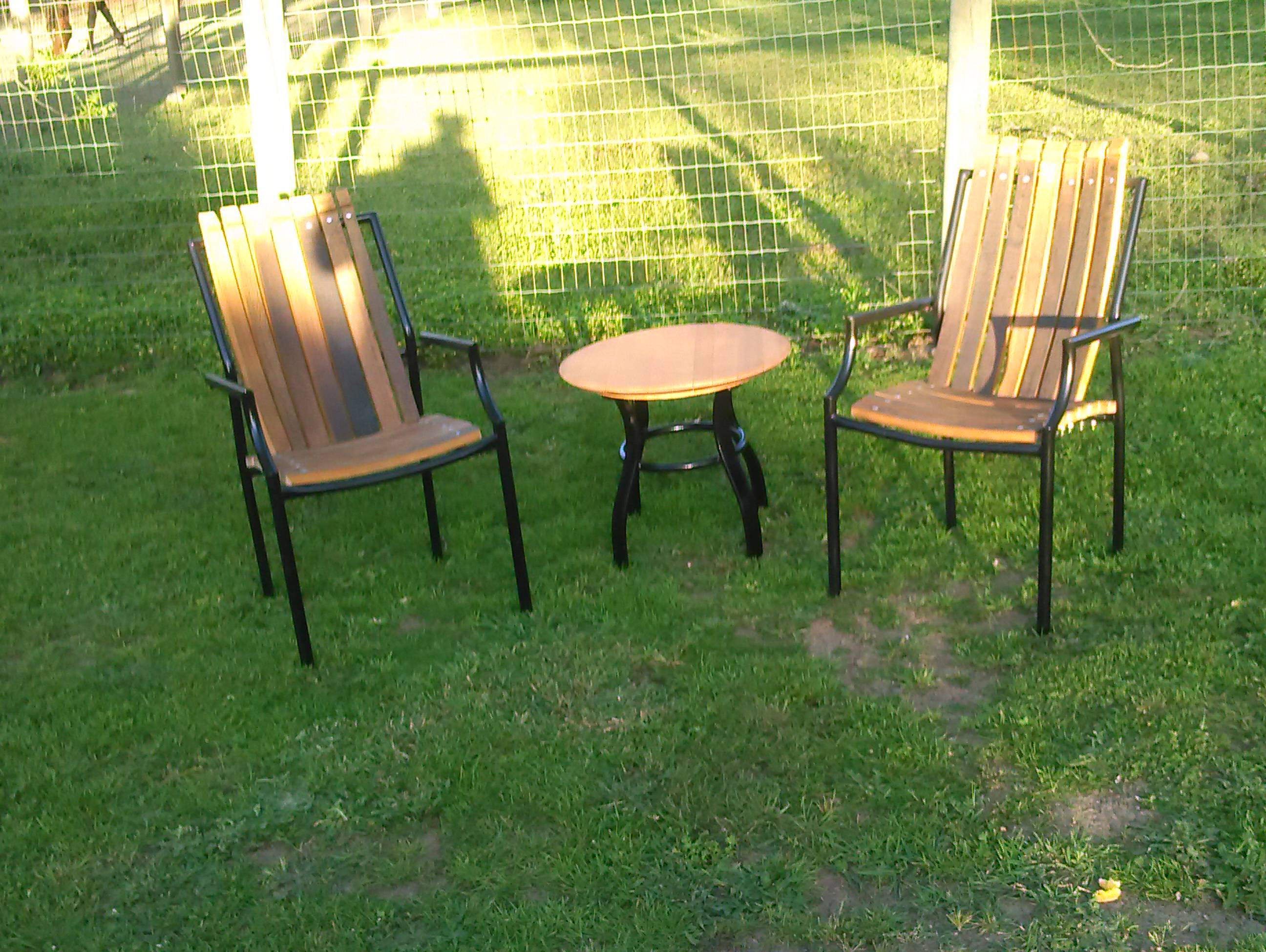 patiochairs_table.jpg