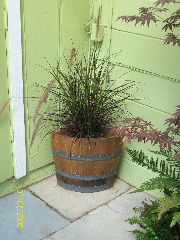 Hlf.Corner Planter