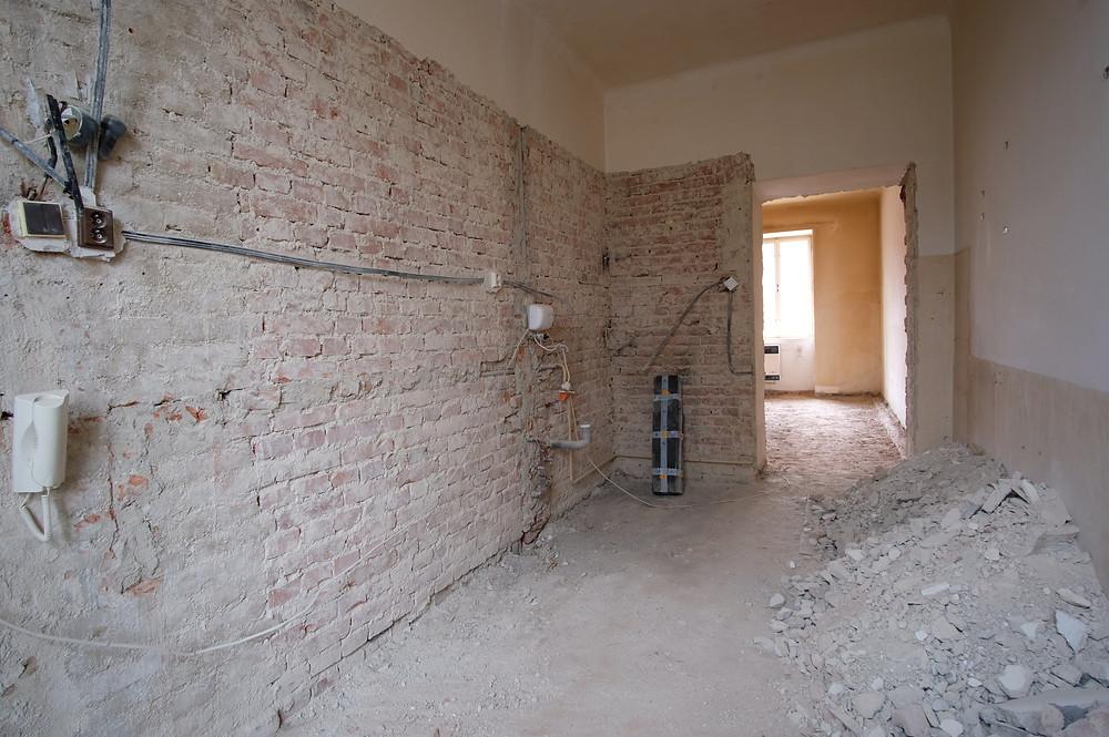 Stará elektroinstalace v bytě před rekonstrukcí