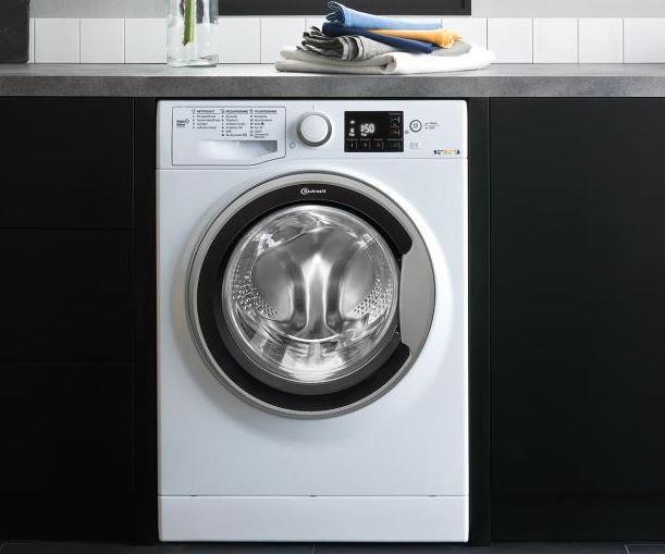 Pokud je vaše koupelna malá, ale vy se nechcete vzdát sušičky, je pračka s integrovanou sušičkou to ideální řešení pro vás.