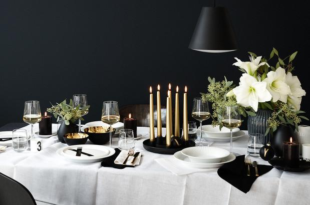 nestárnoucí klasikou černobílé se dá nazdobit i slavnostní tabule