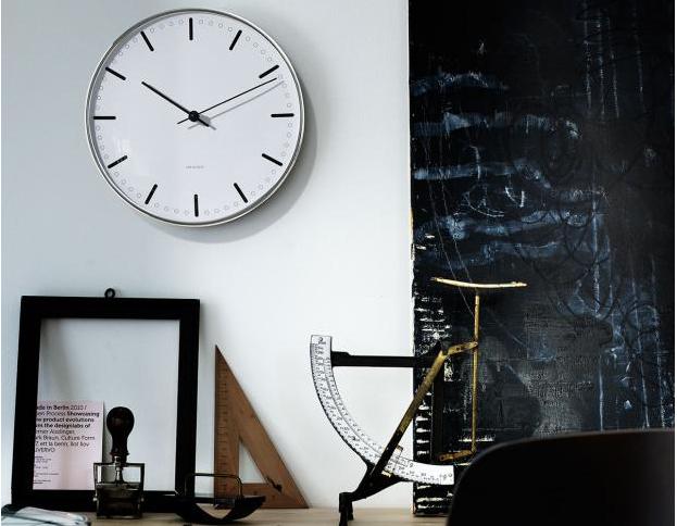Designové hodiny navrhnuté před více než 60ti lety. Hodí se nejen do skandinávských interiérů.