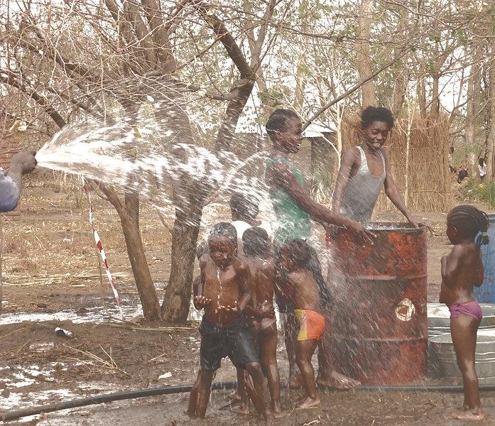 Sambia Kinder Brunnen Trinkwasser