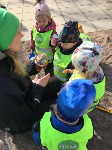 Äggjakt på förskolegården