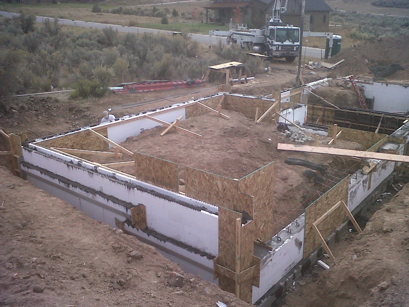 Foundation Wall Pour 6.jpg