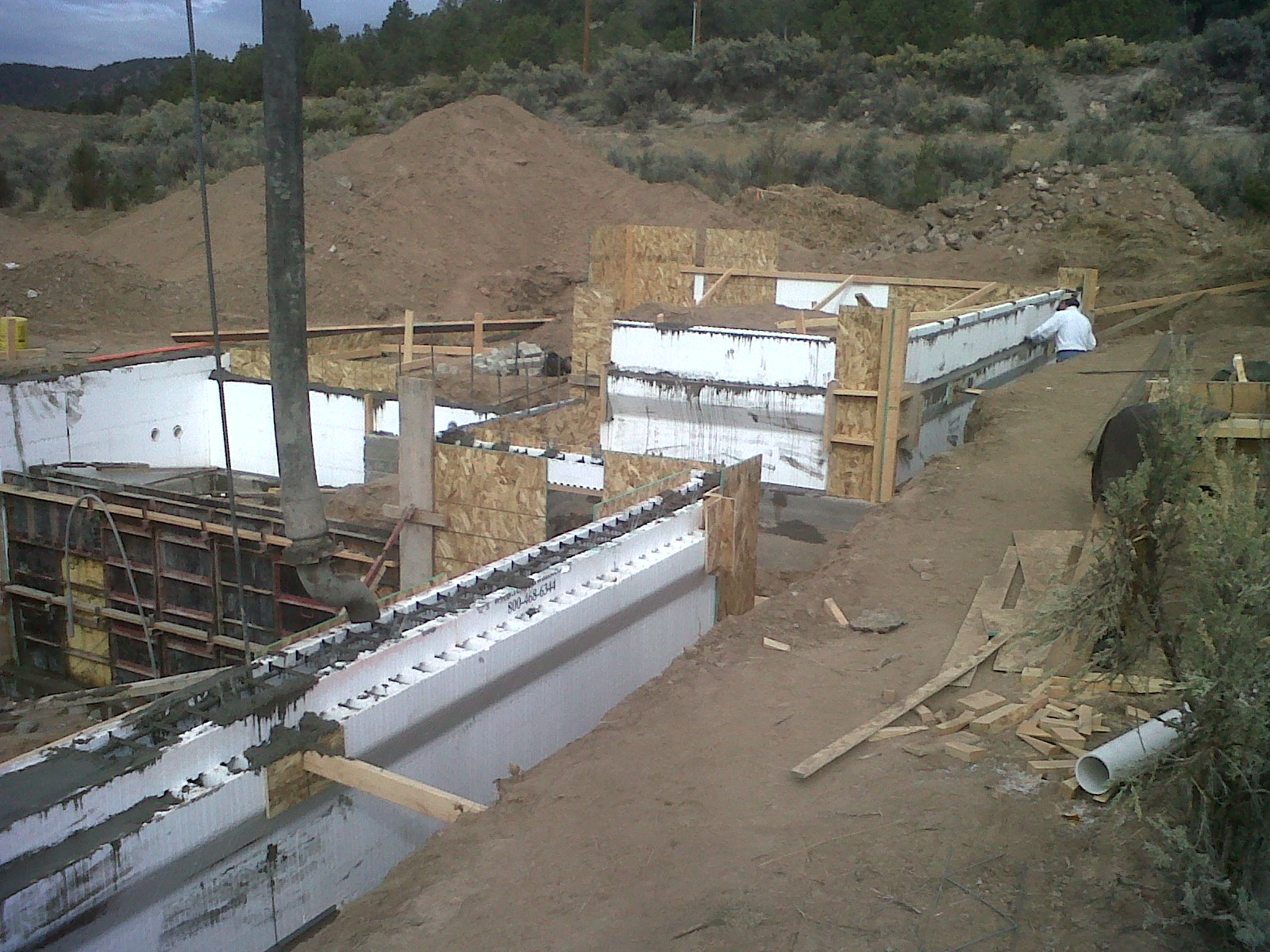 Foundation Wall Pour 3.jpg