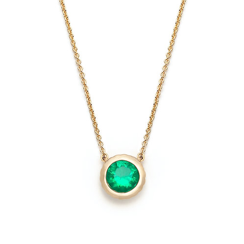 Round Emerald Bezel Necklace in Yellow Gold